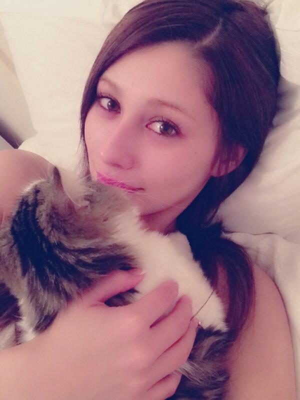 二回目のおやすみなさい☆ 厚化粧を落としてスッキリ( ^ω^ ) すっぴんって最高!すっぴんでも可愛いくなれるように眉毛は生やしてます☆眉は美容院で染めてるけど☆ おやすみなさい☆