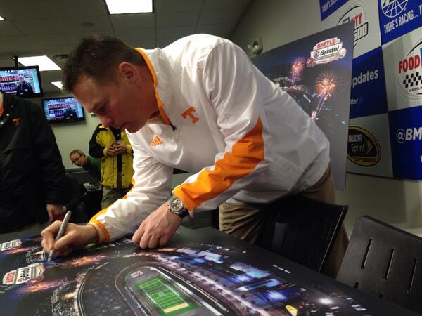 Here's @UTCoachJones signing for @BattleAtBristol at @BMSUpdates http://t.co/FwedivFw2j