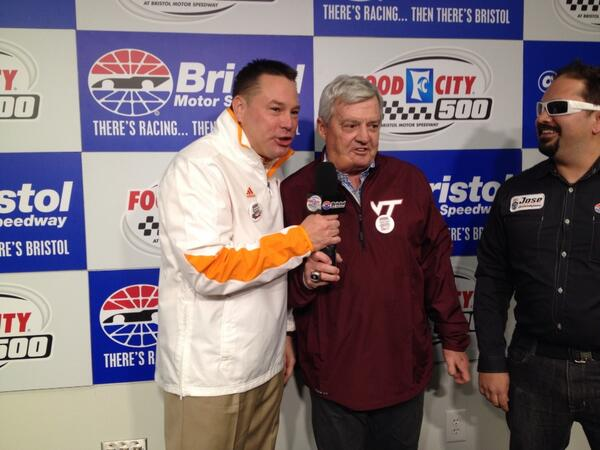 Here are @UTCoachJones and Frank Beamer with a practice run of giving the command http://t.co/XKSkRRz3QF