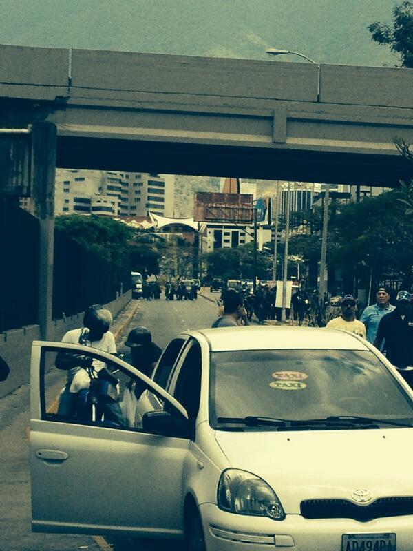 @ScottAlejandra cerrando la entrada x la autopista hacia el ccct http://t.co/5v0kMkCKIm