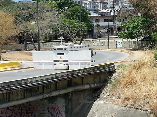 """""""@Sargon77: Trancados los accesos hacia La Carlota por la GNB http://t.co/AbQjnOkYHW"""" #16M"""