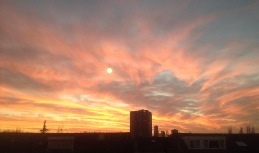 Twitter / evr: Gave avondlucht boven #Almere ...