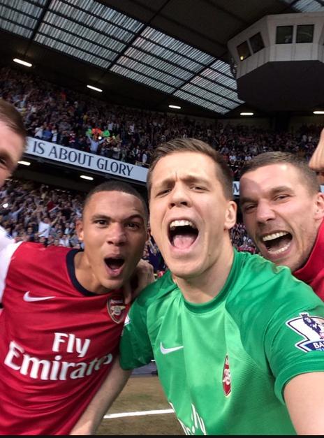 Here's that @Arsenal selfie at White Hart Lane! #AFC (via @arseblog) http://t.co/bzsAHvBQtZ