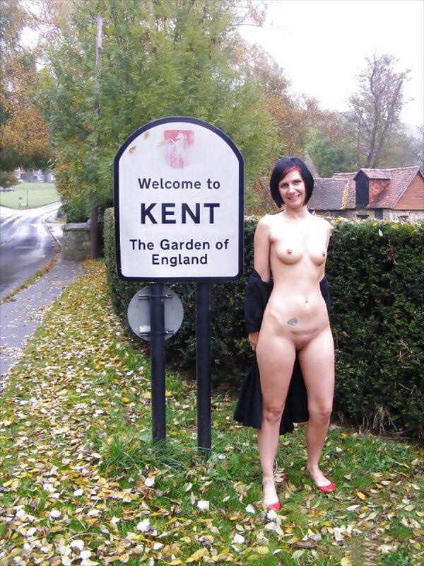 naked-women-in-england-blonde-licking