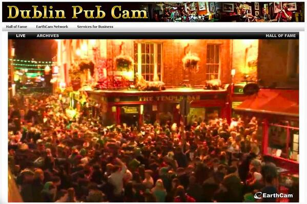 Temple bar right now... #StPatricksDay starting early http://t.co/5RqCNELieh