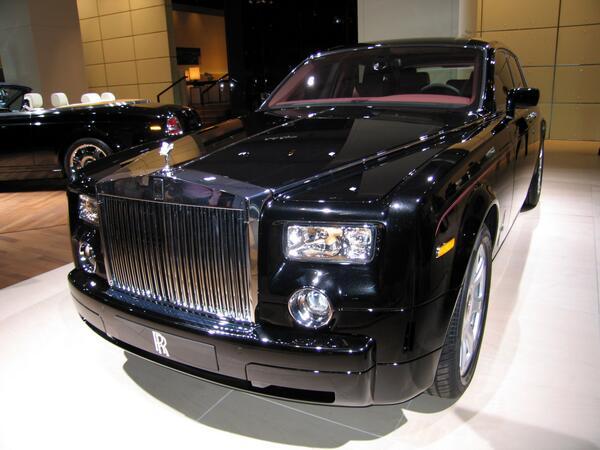 ちなみに赤司征十郎くん(中学生)の送迎に使われてた車はロールスロイス・ファントムで約5000万です。(三次元では北野たけし愛用)