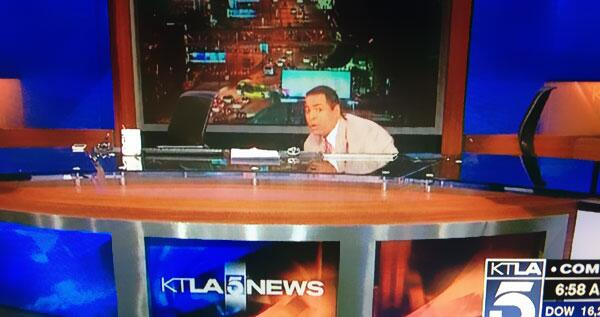 great #quakeface MT @michaellinder: News anchors @KTLA dive beneath their desk as 4.4 #earthquake strikes 6:25am. http://t.co/WzyT8AzmMk