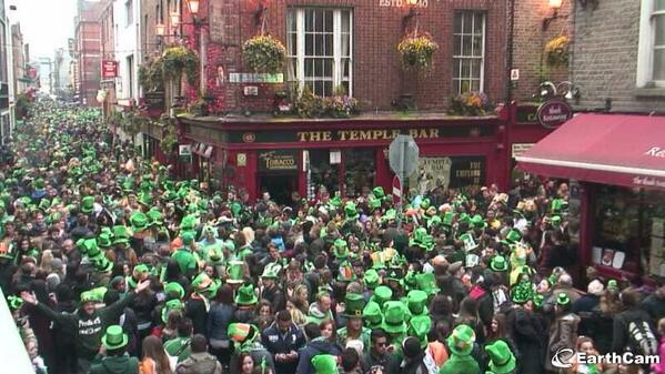 Templebar in Dublin right now #StPatricksDay #green http://t.co/nPMCnuir1r