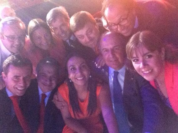 Selfie ministerial en #LasCarasdeLaMoneda http://t.co/BLDMqclziA