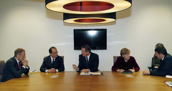#Ukraine : @fhollande s'entretient avec les dirigeants de l'Allemagne, de l'Italie, de la Pologne et du Royaume-Uni http://t.co/quY0AbAyCV