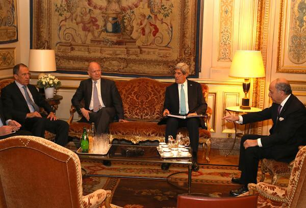 #Ukraine Avec S. #Lavrov, @WilliamJHague et @JohnKerry hier soir pour tenter de trouver une solution pacifique http://t.co/t2eaZFJrjy