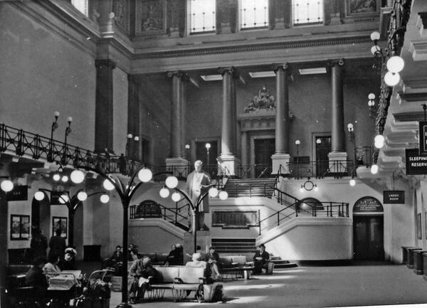 Wow, check out how Euston station used to look before they trashed it  http://t.co/BLzwCKoQr4 (via @EdConwaySky)