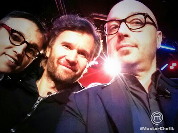 Ecco a voi il selfie di @barbierichef, @craccocarlo e @jbastianich a pochi attimi dal live! #MasterChefIt :) http://t.co/x7Kv4L7oTq