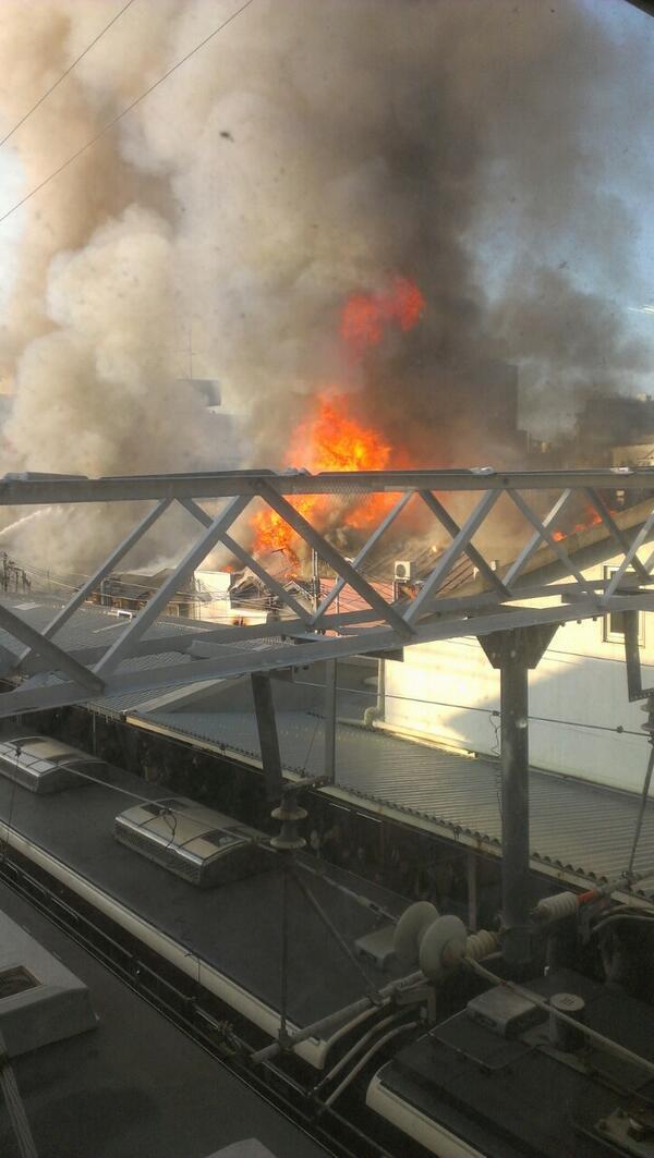 十三駅火災発生してる…やばい… pic.twitter.com/xxKvmipbPA