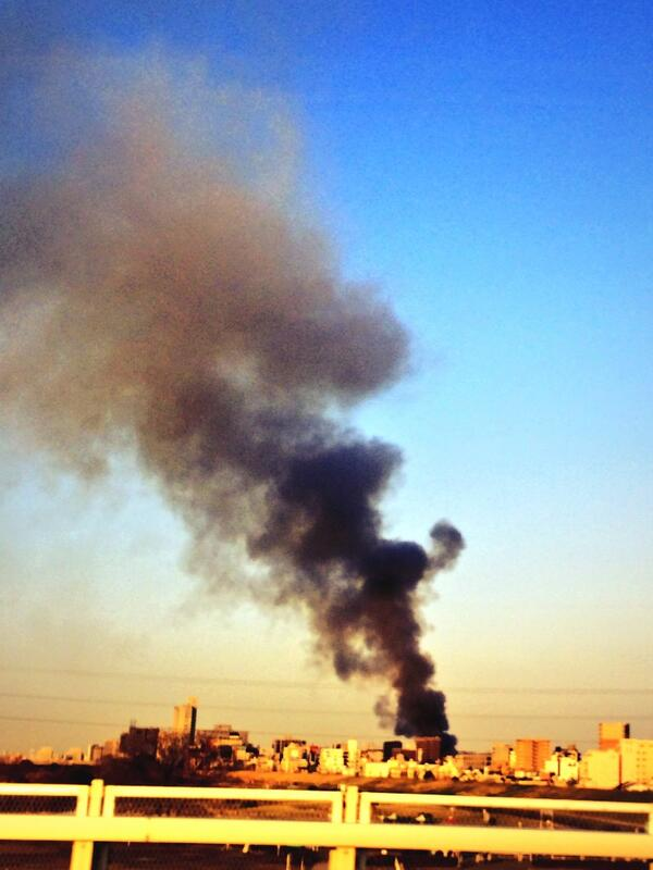 むむ。大事でないと、よいのですが。 @Kitsch_Matsuo  今しがた新御堂筋で新大阪に向かう途中、西の方角に黒煙が。  火事でしょうか? pic.twitter.com/18dHfGrwNT