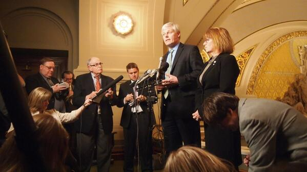 Spkr Paul Thissen and Leader Erin Murphy expect a short debate & quick vote on $503M tax relief plan on floor at 3pm http://t.co/8mnnXSVmvo