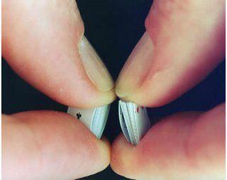 世界最小のトランプ pic.twitter.com/f3u7p9fEkA