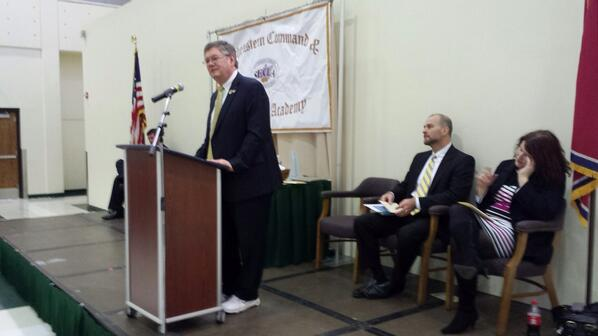 Enjoyed SECLA graduation today @UTChattanooga. Wearing sneakers in support of #UTSneakers & @AmericanCancer. http://t.co/srDWBbpTFl
