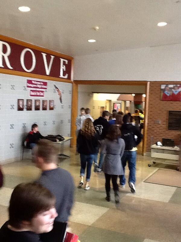 Traffic in the halls #PGHSLearns http://t.co/yuYVVolCOB