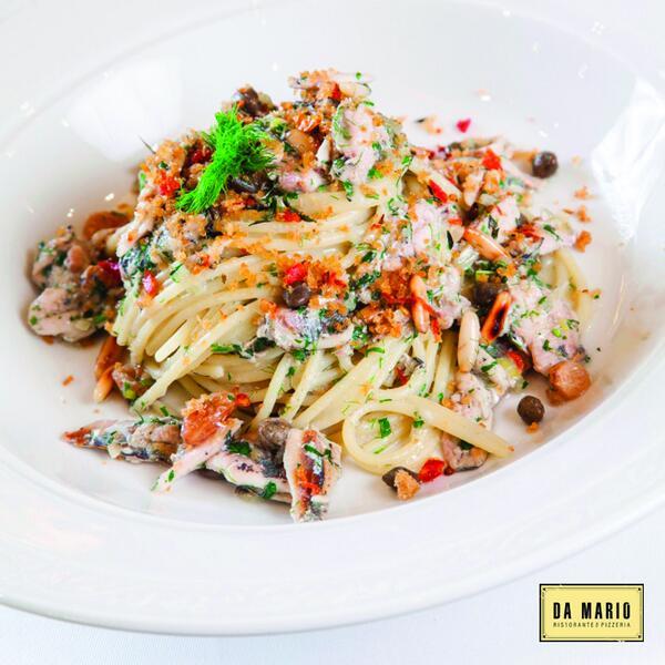 Sicilya menüsünden Pasta con le Sarde; sardalya, kapari, çam fıstıklı spaghetti. http://t.co/zCiuuHIEDn