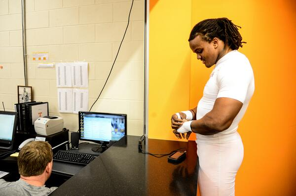 . @CurtMaggitt is ready for spring practice, are you? Send in your #AskAVol questions for the junior linebacker! http://t.co/uvHEab70Z4