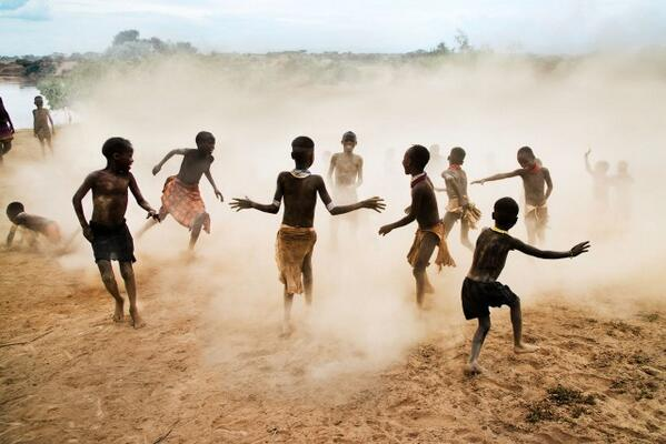 Ethiopia #Photography by Steve McCurry http://t.co/5tYId9XD5w http://t.co/uTZeBdeELg