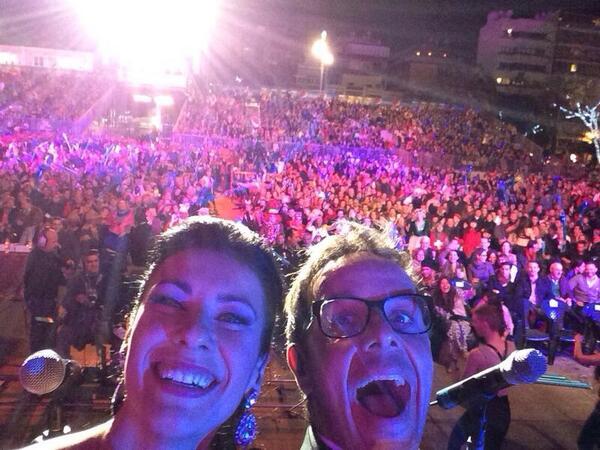 SELFIE con @YanelyHernndez en la Gala Drag de @lpacarnaval BRAVOOOOOOOOO #olenosotros http://t.co/pin6mY5x0i