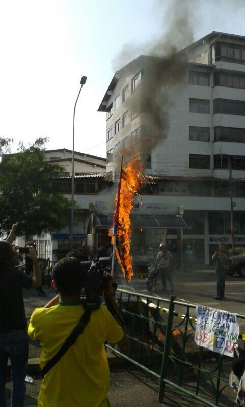 Violencia Fascista en Venezuela - Página 13 BiKM41uCEAAMGJE