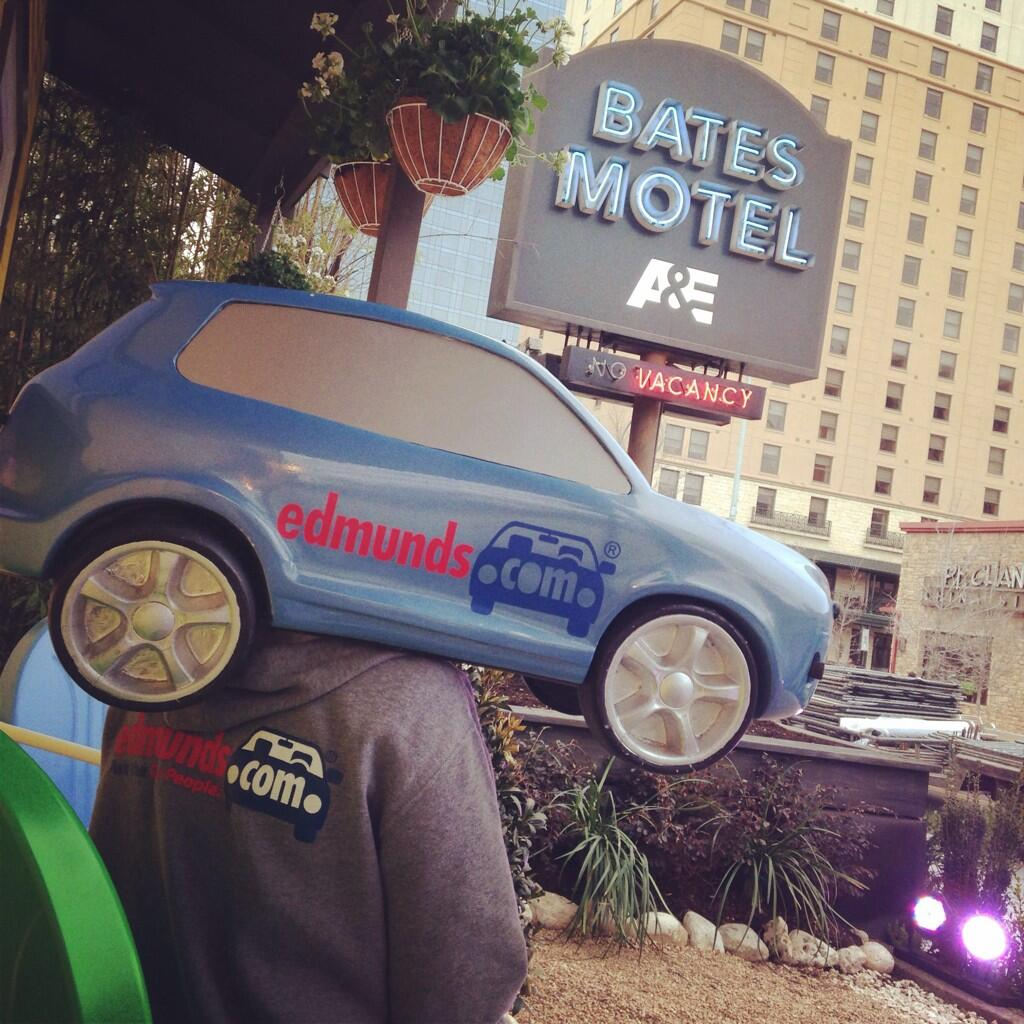 RT @edmunds: #SXSWCarHead taking in the sights at #SXSW! @InsideBates @AETV #batesmotel http://t.co/dgNuFT1TpK
