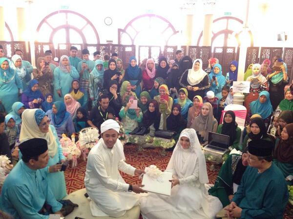 Syamsul sah bergelar suami Puteri Sarah dengan sekali lafaz pada pukul 10.30 pagi Sabtu. http://t.co/Rgf4FywYot