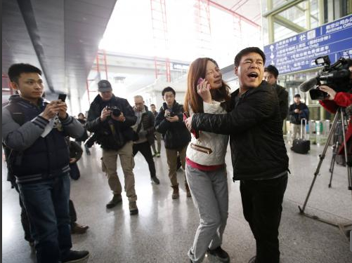 Anguish. RT @tracysolomon Reaction in Beijing airport  http://t.co/LsPisLsfZf … (via @reuters) http://t.co/uhXgJxEW9q (@JimmyOrr)