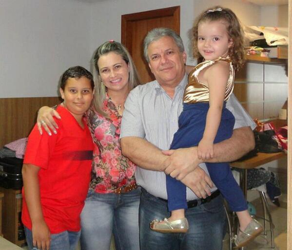 """Triste Tristeza Grande amigo @ELAINOGARCIA que sua família permaneça em paz. Você fará muita falta em nossas vidas. http://t.co/MMEWKOe6yo"""""""