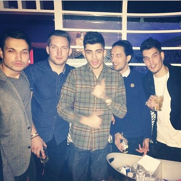 one direction france on twitter zayn au faces nightclub essex 8. Black Bedroom Furniture Sets. Home Design Ideas