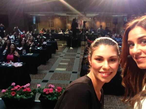 Live Tweet from the stage! Gracias por ser parte de este Global #MKMakeover Day!! @MaryKay http://t.co/SkEI4JIq6J