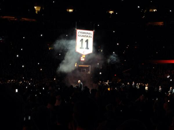 Z's banner being raised. #Cavs http://t.co/QoUv7EfR7X