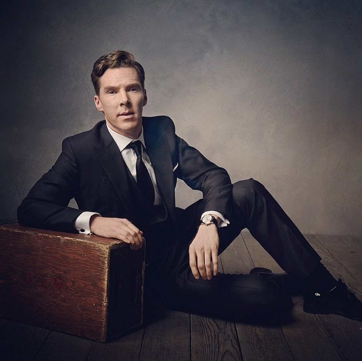 Benedict Cumberbatch photographed by @mark_seliger at the 2014 Vanity Fair Oscar party http://t.co/JZzY67e3Nz http://t.co/BsLXvJfJtl