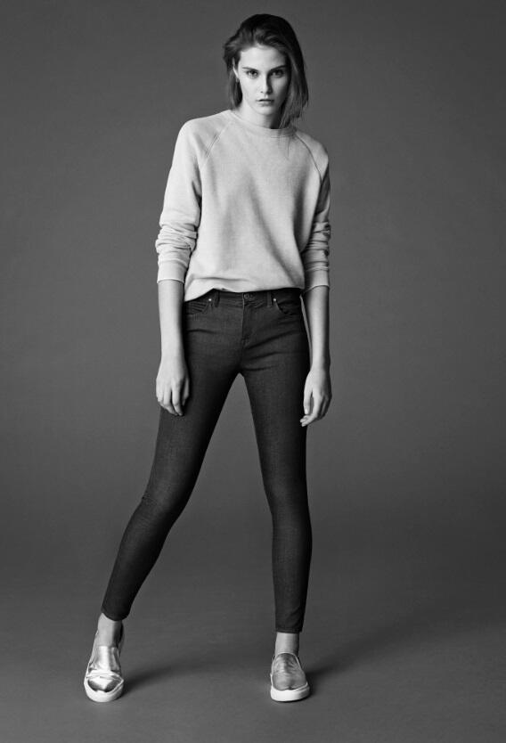 """【RTしてジーンズをGet!】レギンスのような柔らかさで一度履いたら他のジーンズに浮気出来なくなる""""Leigh""""(レイ)!RTしてくれた方の中から1名様にプレゼント!サイズはW26/L30、W28/L30の2種類からお選び頂けます。 http://t.co/TFoU2avyMu"""