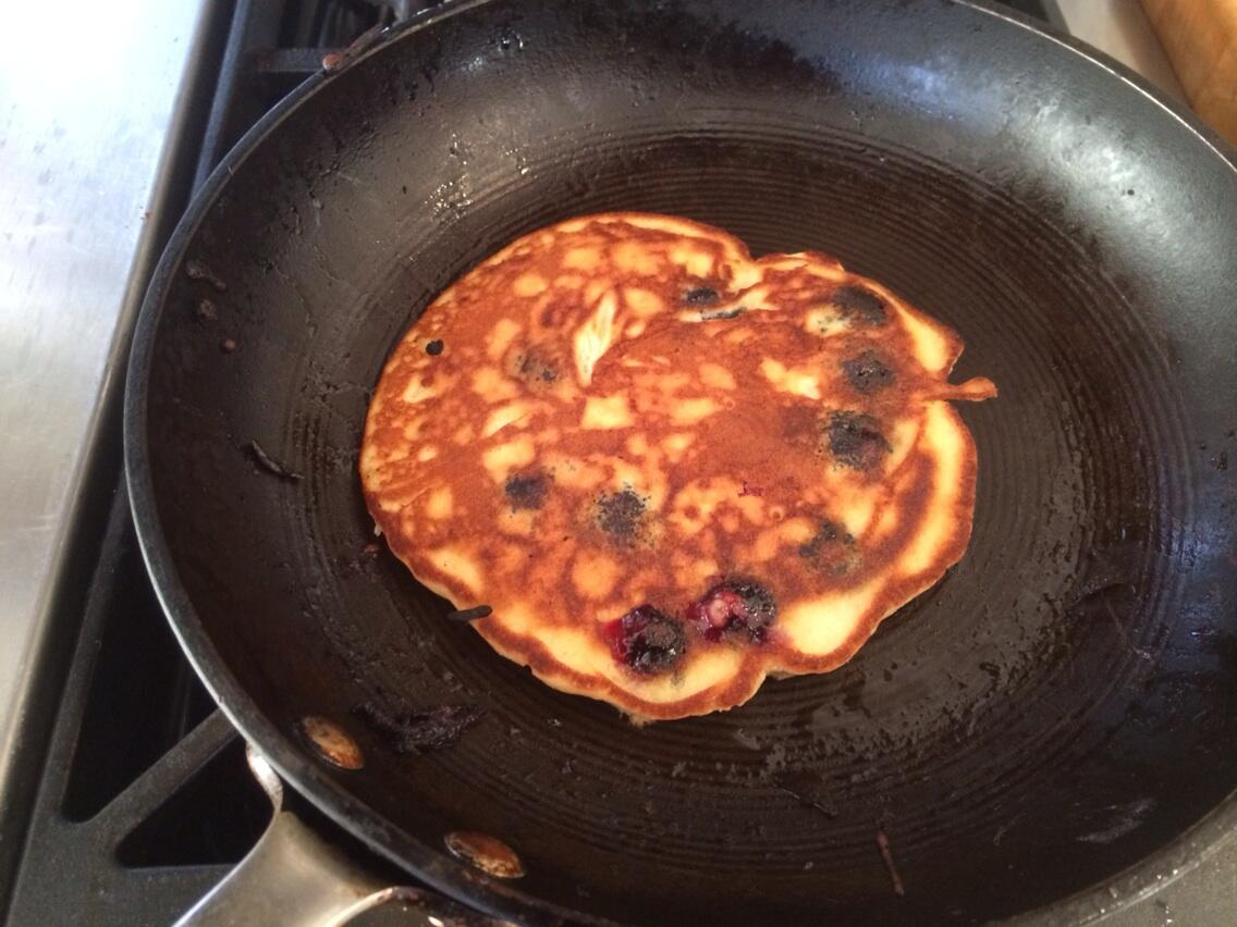 no @SundayBrunchC4 today so I'm making blueberry pancakes at home @timlovejoy. what you having? http://t.co/bkbtDjItWV