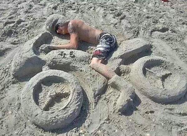 """I don't always pass out on the beach. But when I do, my friends make me look awesome."" http://t.co/3IshQvKFeR"