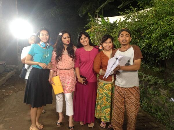 Shooting @Anak2Manusia13 with @cutkeke73 http://t.co/WCs2MwVFai
