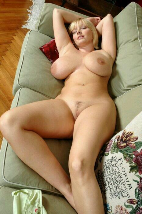 Amateur big boobs milf fuck on couch