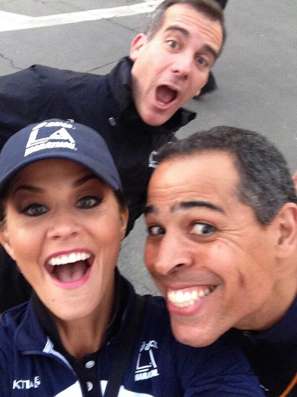 Oh snap!  Is that LA Mayor @ericgarcetti photo-bombing our @lamarathon pic? @ChrisKTLA @KTLAMorningNews #Lifeisfun http://t.co/LMxj0dBgrF
