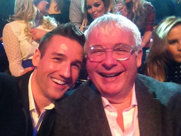 I'm flattered to be @onebiggins date tonight :) For the finale of @dancingonice :) http://t.co/bSOAYIzYkJ