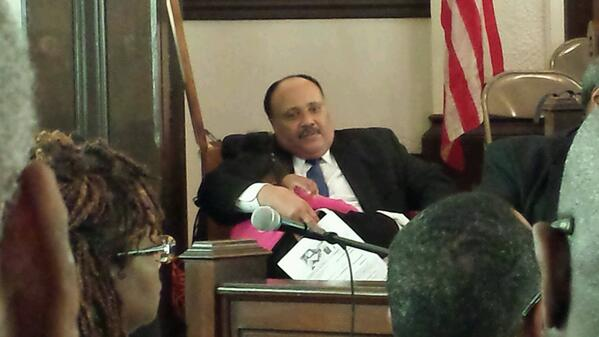 Someone is tired after 2.5 hrs in church on 49th Anniv Bloody Sunday...MLK III being fatherly. @JointCenter http://t.co/mE7I0WGHb7