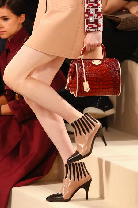 Up close with those AMAZING new LV bags: http://t.co/YM0D7tJzM9 http://t.co/rdeReEi4oL