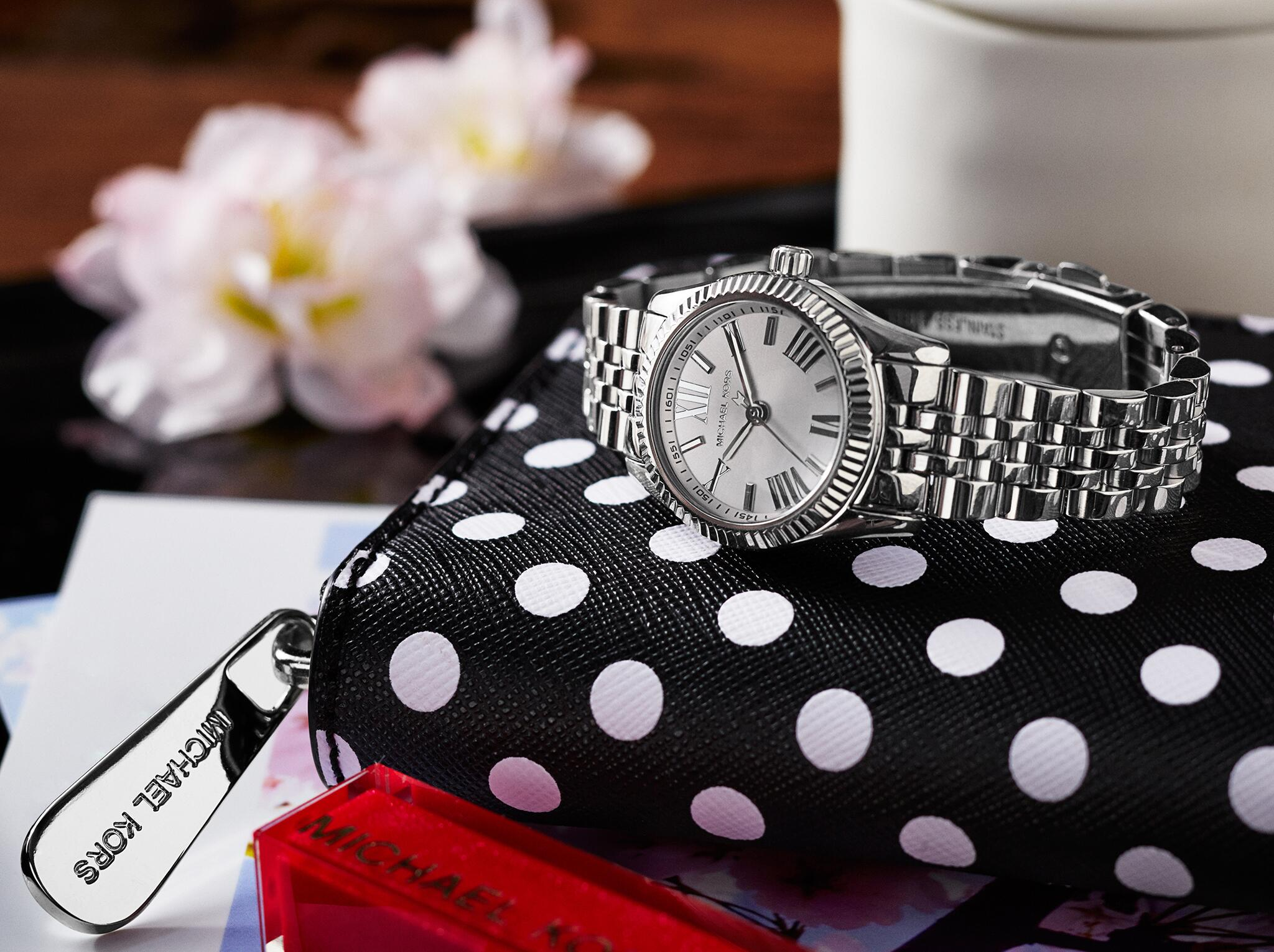 A spot on watch http://t.co/NJgUPZ8iN7 #WhatsInYourKors http://t.co/XeK1zGnc6p