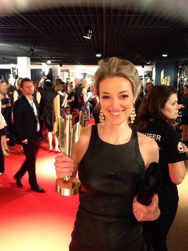 Lost Girl y Zoie Palmer reciben el premio Choice Fan BiVA61lCIAAM6Ms