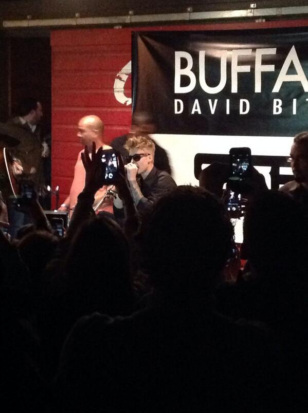 "Justin Bieber back on stage now singing ""As Long as You Love Me!"" @justinbieber #SXSW http://t.co/R13OwtFF62"