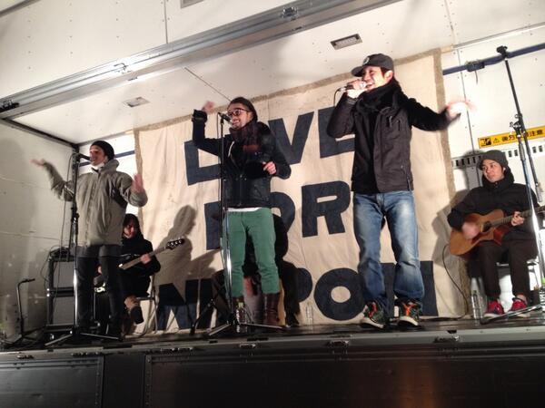 南相馬市仮説住宅広場でプチコンサートしてきました 極寒の中、皆さん元気に踊ってました 楽しかったです ありがとー http://t.co/ABQ9v8W5lx