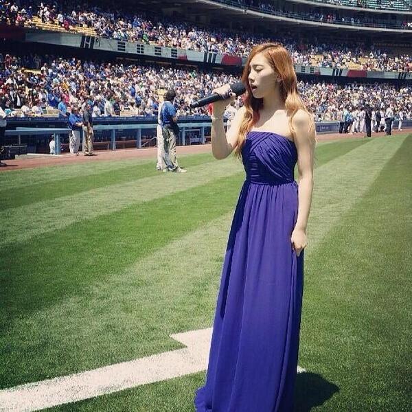130729  노래하는 소녀시대태연 :) #BlueDress #애국가 (歌う少女時代テヨン)  IG taeyeon_ss  .pic.twitter.com/dfEDwUqnd8